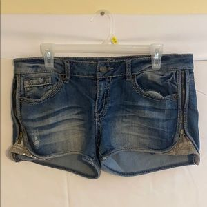 Female Size 13 Fit 6 Mossimo Supply Co. Shorts!